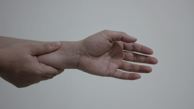 bowling wrist pain